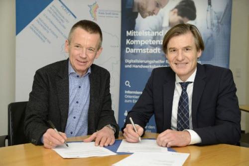 Unterzeichnung des Kooperationsvertrags, Landrat Thomas Will und Prof. Dr.-Ing. Joachim Metternich